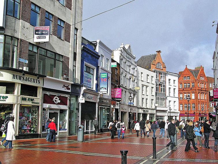 Dubliners Hit The Shops for Festive Rush