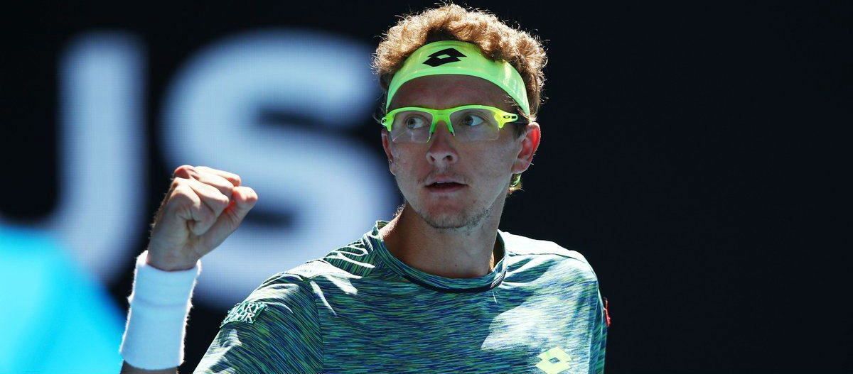 Shock win for Istomin