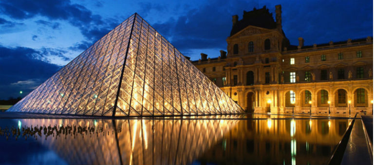 The Louvre Museum Reopens 24 hours After Suspected Terrorist Attack