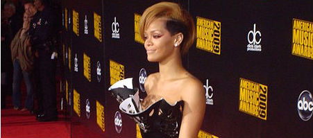Rihanna Gets Humanitarian Award