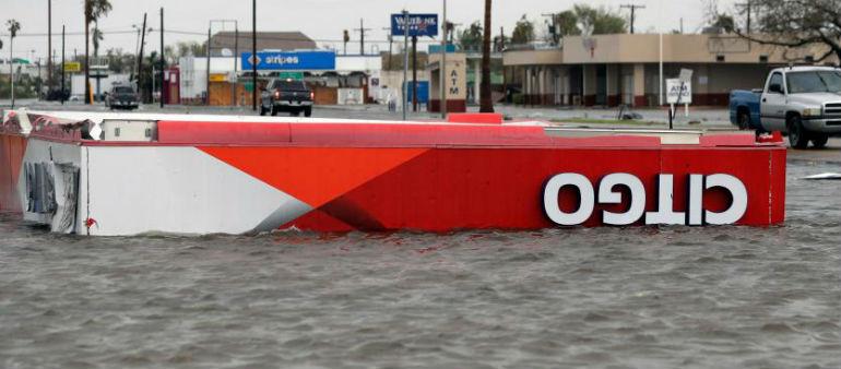 Stars To Back Floods Fundraiser