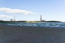 Rising tide cuts off walkers in Sandymount