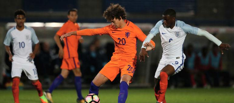 Manchester City sign Dutch defender