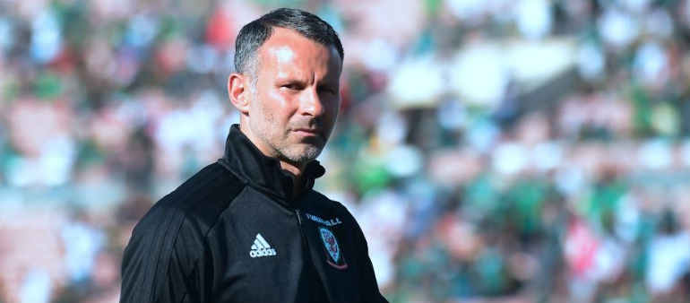 Giggs backs Mourinho in Old Trafford hotseat